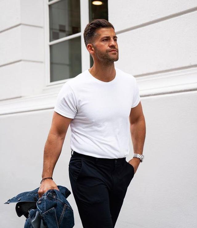 别人穿白T很时髦,自己穿起来却像睡衣,问题在哪?